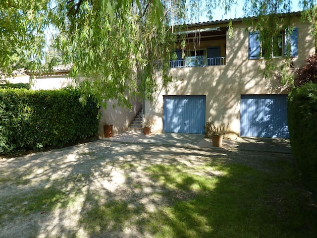 Apt for 4 pers maximum with 2  separated bedrooms - Valensole - Lägenhet