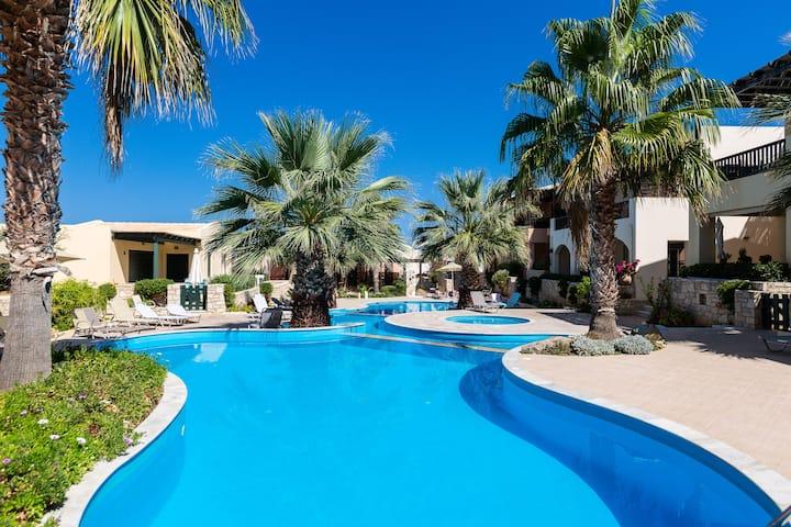 Sun & Blue, Beach Apartment!