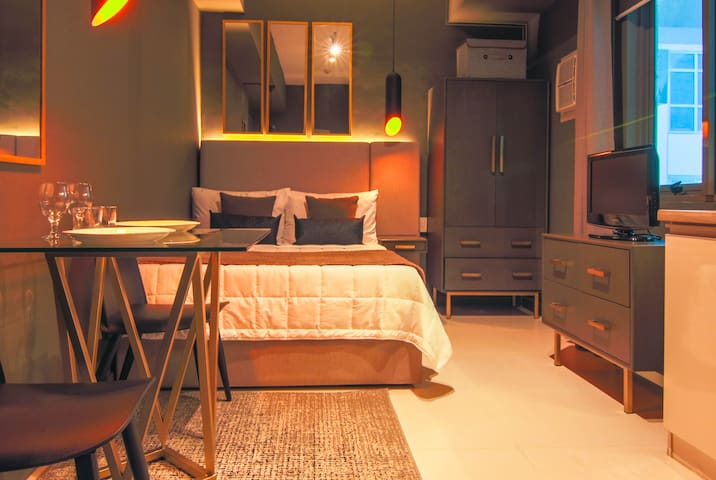 Stylish Cozy Studio Makati CBD Greenbelt 20MBPS!
