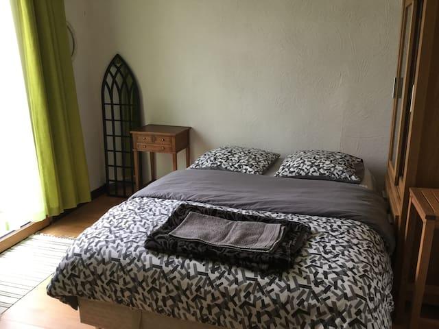 Chambre dans une maison avec jardin #3