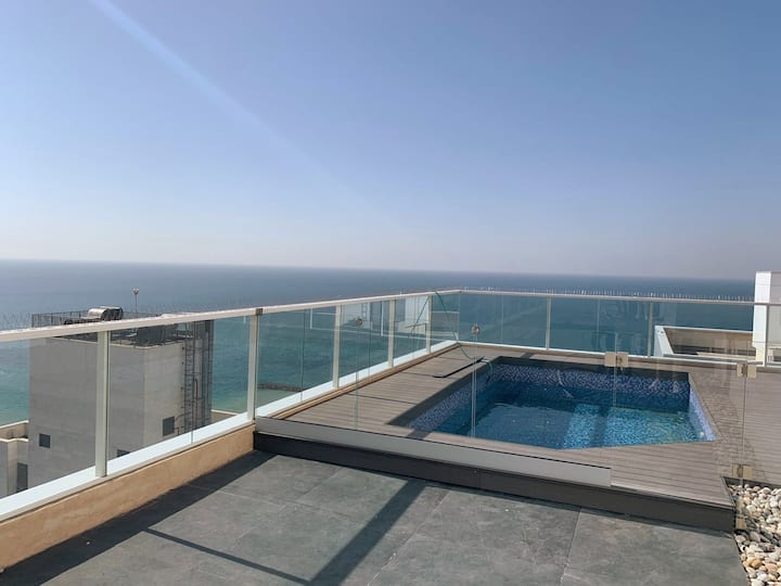 PENTHOUSE WITH INFINITY PRIVATE POOL