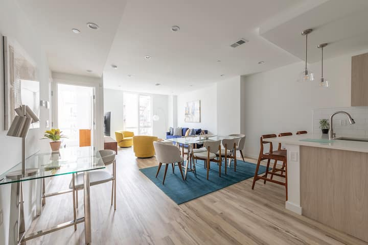 Sun-kissed 3BR Loft with Patio Minutes to NYC