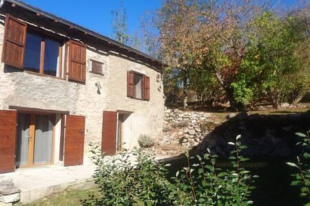 Maison confortable dans un village de montagne