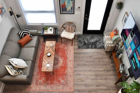 "New Boho Loft /Next to Tart Trail/Parking/70""TV"