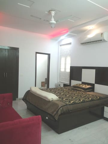 3 bedroom with modern amenities at sect 17 fbd