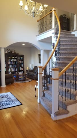 Front entryway with library on the side. You'll find a few board games in the table.