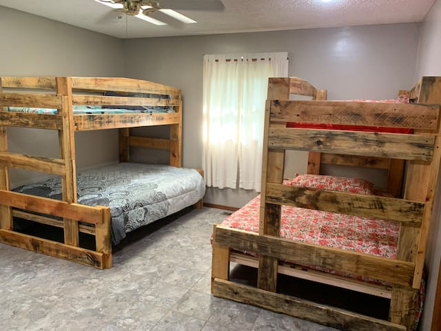 Two full and two twin beds