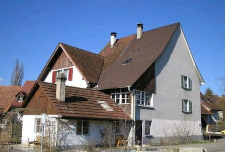 Übernachten im Bauernhaus, Farmer House - Arisdorf - Hus