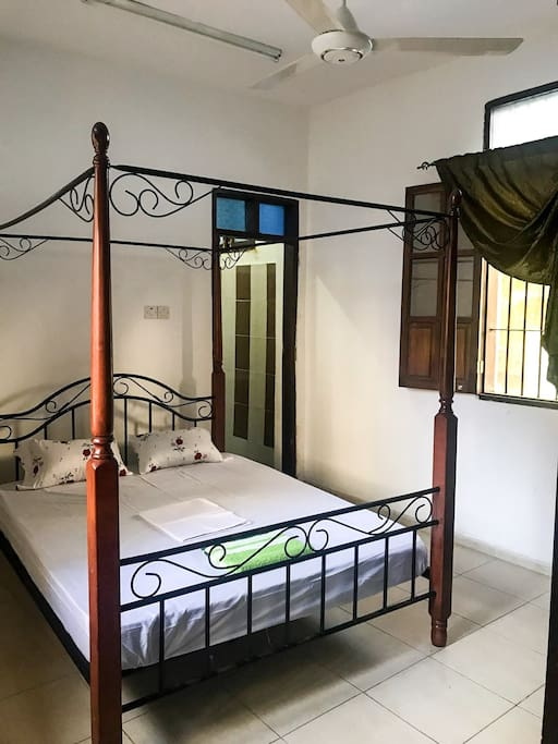Double bed with private en-suite bathroom