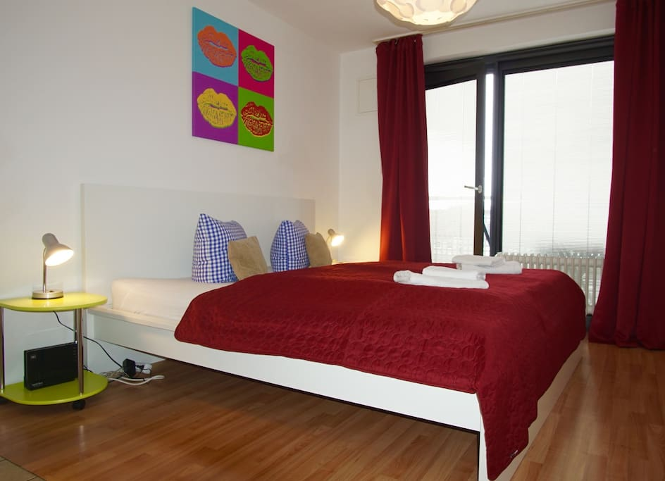 All about location, your quiet, cosy balcony room with own kitchen, bathroom and fast WLan