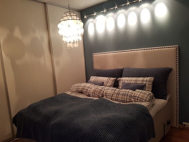 Bedroom 1 (master): 1 fixed double bed, electric adjustable.