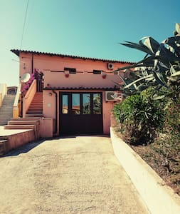 a 1- room flat  in a guest house - La Maddalena - Huis