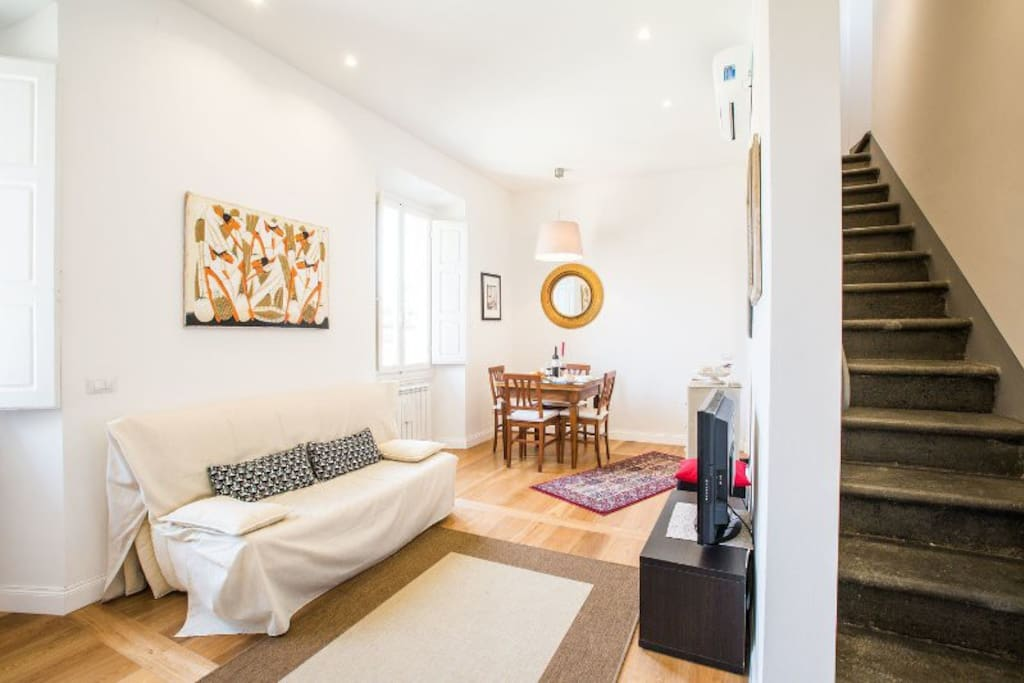 living room, with stone staircase which arrives at second double bedroom soggiorno con scala in pietra che arriva alla seconda camera matrimoniale