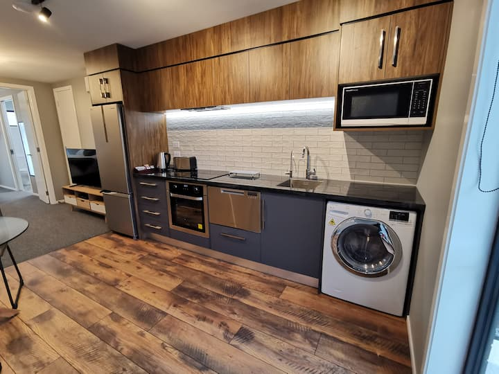 Brand New One Bedroom Ensuite Serviced Apartment