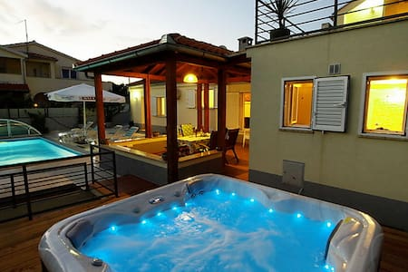 AMAZING VILLA WITH JACUZZI AND POOL, CITY CENTER - Zadar