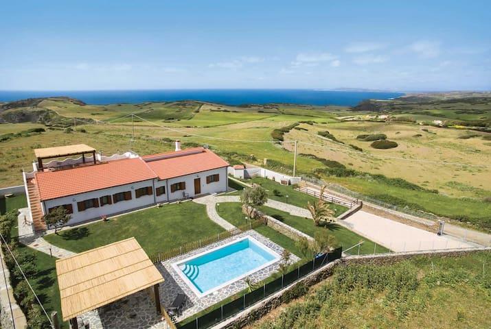 4 bedroom Villa sleeps 8 in La Pedraia