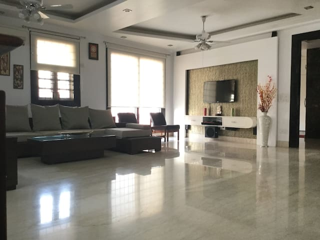 Pvt room+wi-fi+TV+AC - Delhi - Apartment