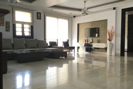 Pvt room+wi-fi+TV+AC - Delhi - Huoneisto
