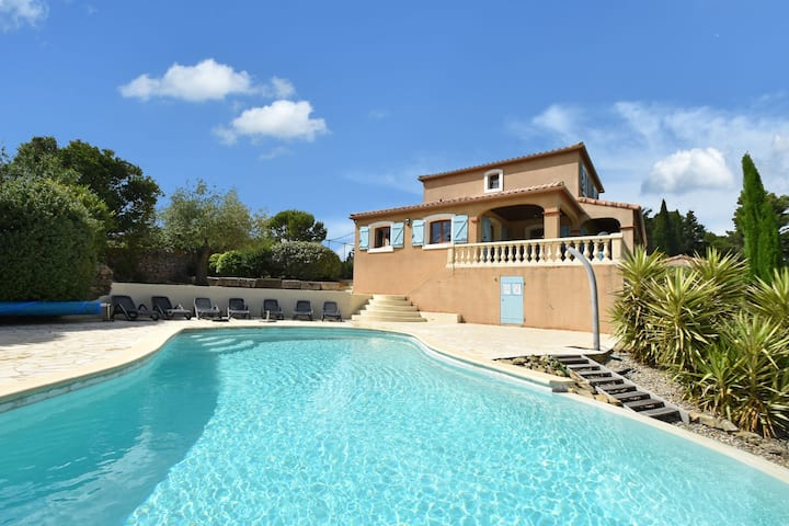 Villa with heated pool, jacuzzi, sports field and stunning views