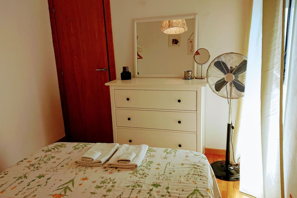 Sunny Double Room perfect located in Barcelona