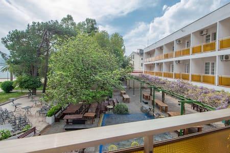 Hotel Mimoza - Tivat - Bed & Breakfast