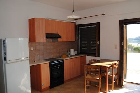 Nice house in a quiet place terrace view 5 people. - Syros - Byt