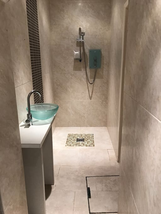 Private wet room