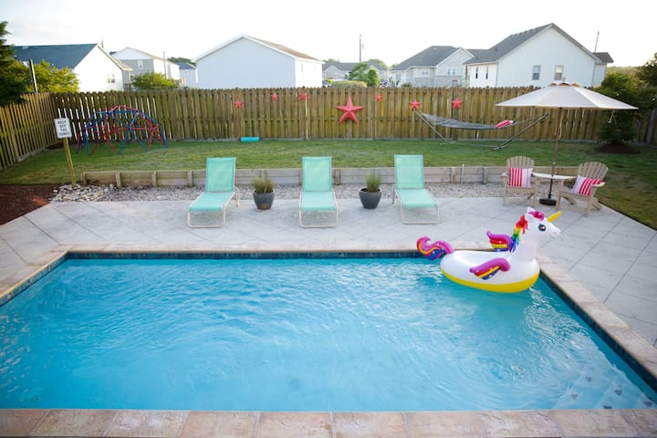 Saltwater Pool, Central Location, Clean!