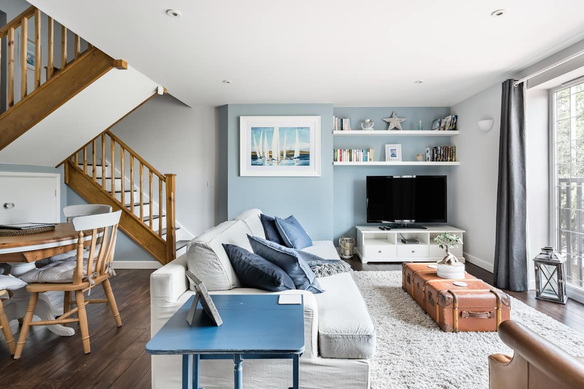 The Coast House, a Comfortable, Stylish Sandbanks Apartment