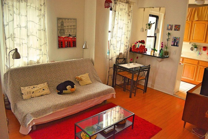 Cozy and bright apt. 12 mins away to Manhattan.