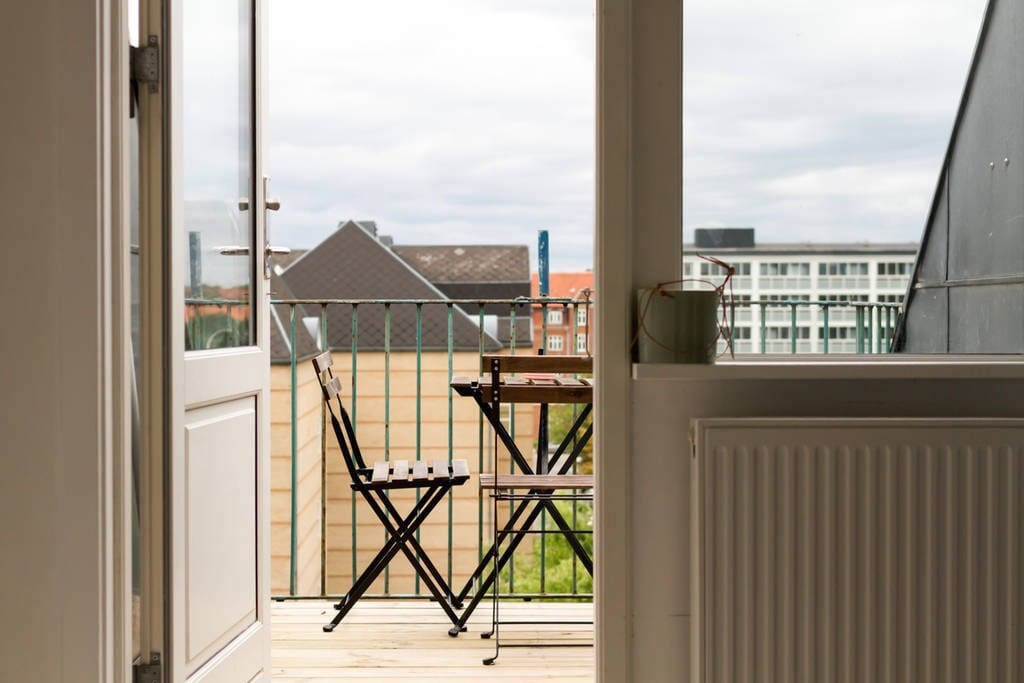 The balcony - can easily fit 6 people. And it is even possible to BBQ there as it is a roof top balcony (5th floor)