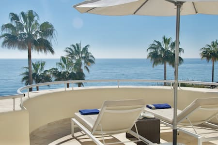 Stunning Apartment Beach Front.Very large terrace.