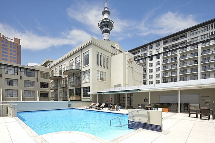 Summer Fun | Spacious Modern Suite + Rooftop Pool