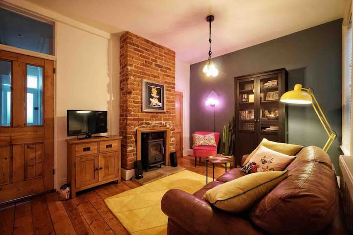 Charming room in cosy and stylish terraced house