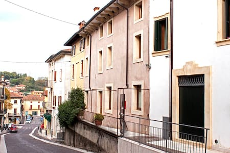 Alla Torre, Old house near Verona and Lake Garda - Sona - Hus