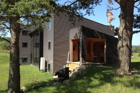 """Fully Equipped House Rental """"The Woolner Place"""" - Duntroon - House"""