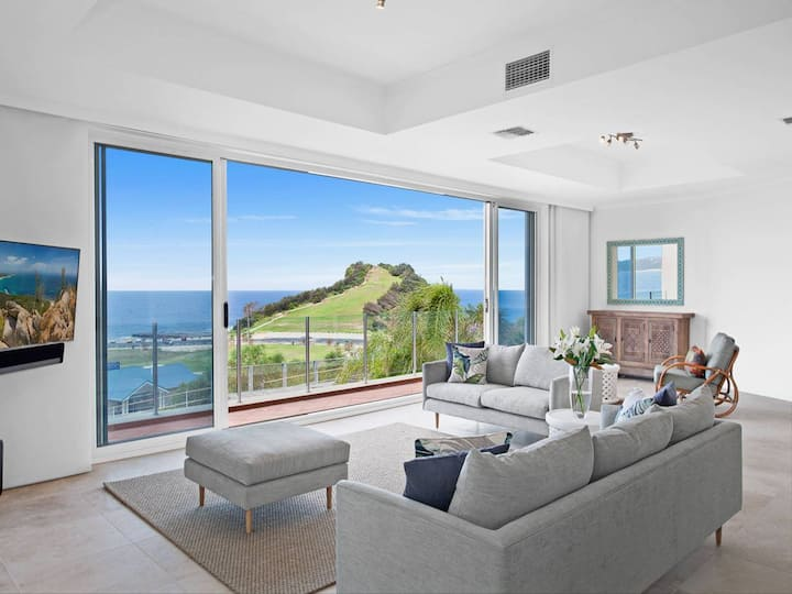 LUXE TERRIGAL APARTMENT WITH SPECTACULAR VIEWS