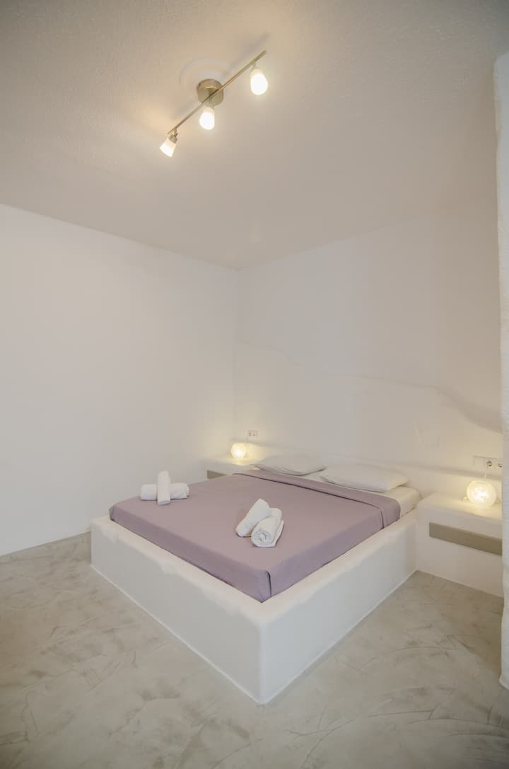 fab triple room in the center of Ios
