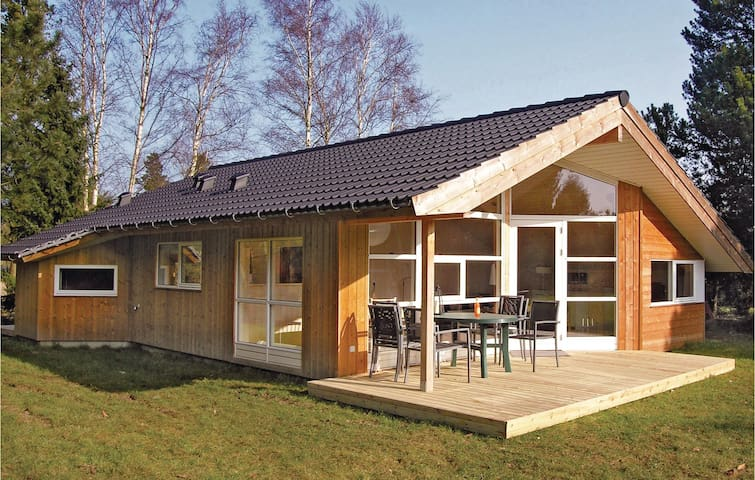 Holiday cottage with 2 bedrooms on 73m² in Præstø