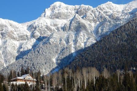 God's Peaks Lodge - Christian Retreat Center