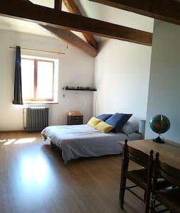 Chambre avec vue sur le  beaujolais