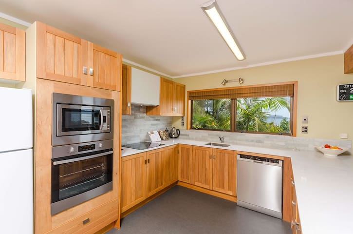 Stunning sea views-private-fully equipped-spotless - Paihia - Apartemen