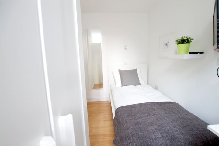 Great single bedroom in Tottenham Street by Allô Housing