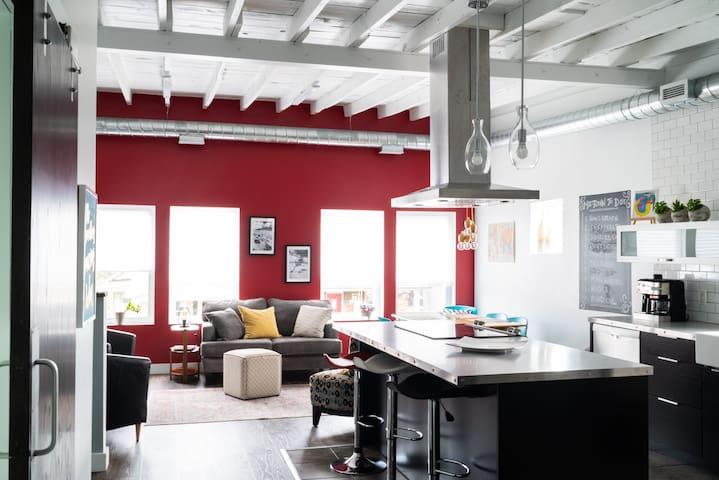 Modern Midtown Loft - with Patio (Windsor, ON)