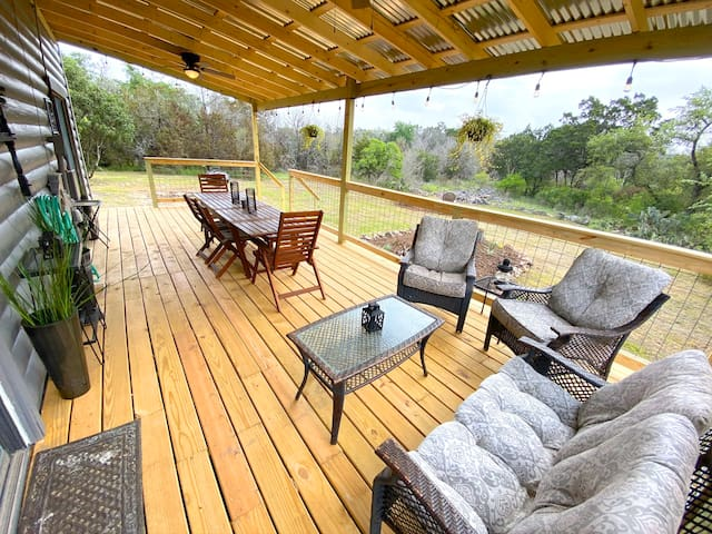 ★ Escape to the Country! Hill Country Log Cabin