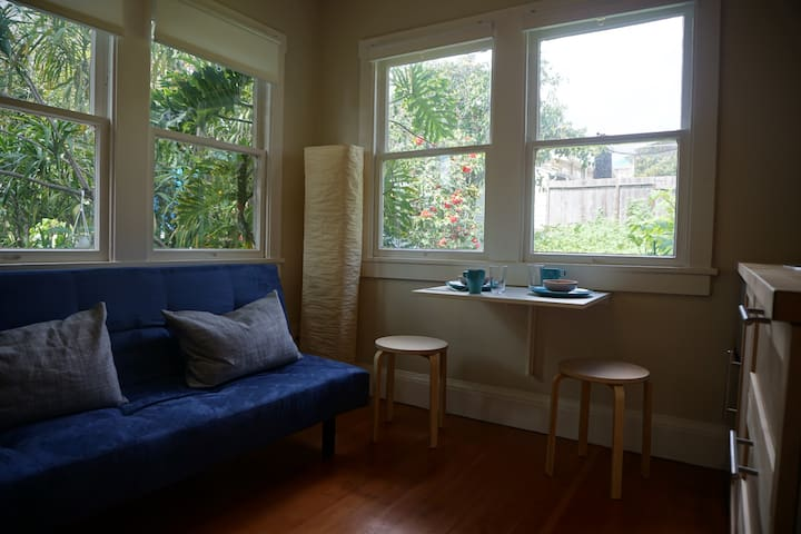 Hideaway filled with light & central location - Oakland - Appartement