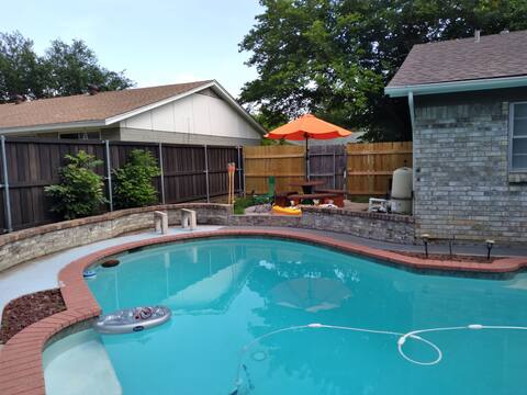 Backyard oasis with Pool!!!#1 Family Zone  3 Bedrooms 2 Bath Open layout