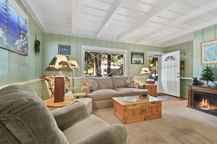 Peterson Place - Dog Friendly, Walk to Beach