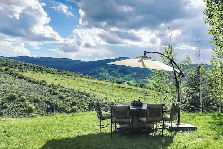 Grand Estate with Hot Tub, Sauna & Mountain Views