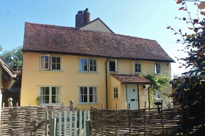 Cozy Cottage Rustic Rural Retreat + WiFi/Parking